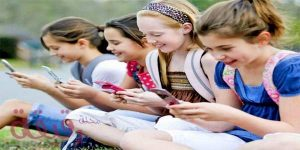 childrens using phones